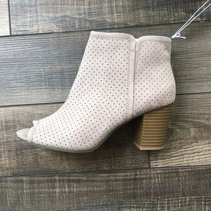 Peep toe taupe suede bootie, old navy size 10, NWT